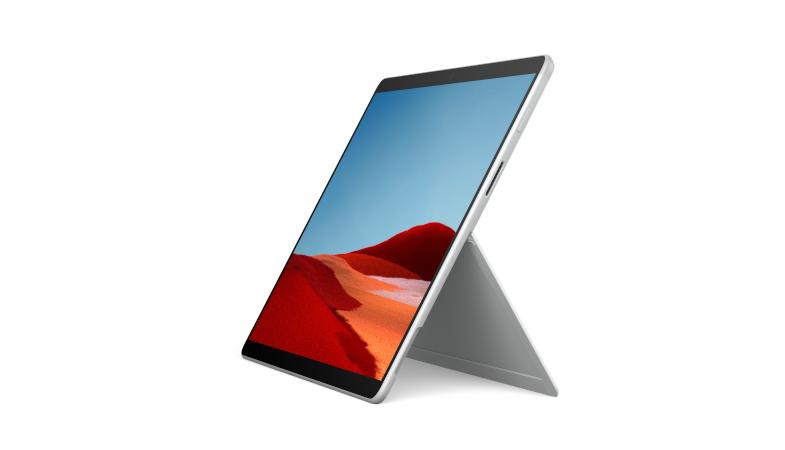 Das Surface Pro X in Platin stehend im Tablet-Modus