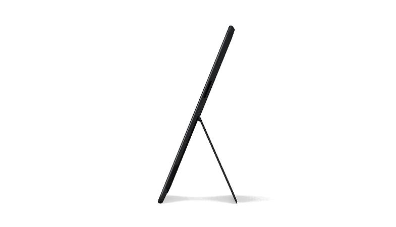 Das Surface Pro X im Tablet-Modus stehend in der Seitenansicht