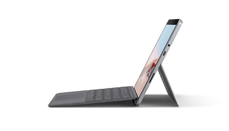 Surface Go 2 Seitenansicht mit Signature Type Cover